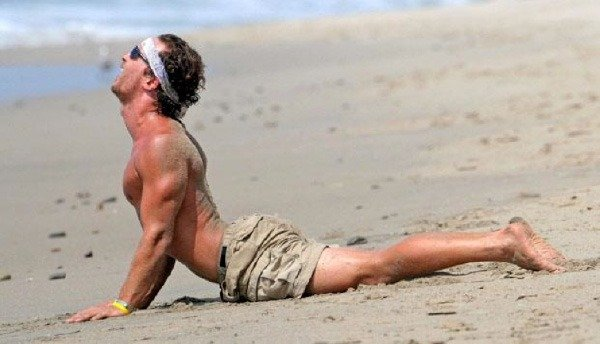 Matthew-McConaughey yoga pose